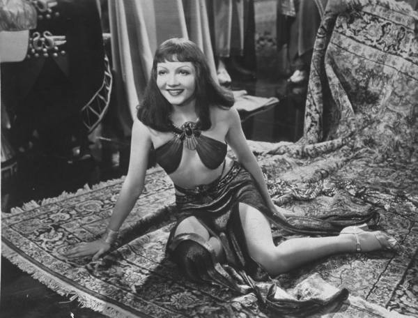 Cleopatra And The Carpet Myth Alberti
