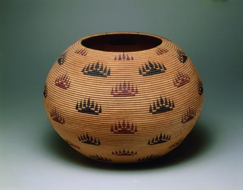 "Louisa Keyser (Datsolalee), Basket bowl (""Morning Lights"" style, as dubbed by the artist), 1907. Willow shoots, redbud shoots, bracken fern root."